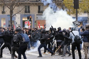 151129-paris_protests-0923_aeb5b88eb7916a073f21392881d1f468.nbcnews-ux-2880-1000